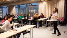 STAVANGER (NRK): Forskjellen mellom bokmål og dialekt er så stor flere steder i landet at utlendinger tar dialektkurs for å bli bedre i norsk. – En typisk norsk utfordring, mener dialektforsker Jan Hognestad.