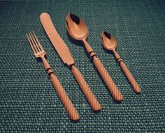 Inspired by a retro style, the Sobor model carries for the current table the robust lines of primordial cutlery.  #Herdmar #Sobor #Copper #retrostyle #dressingyourtablesince1911