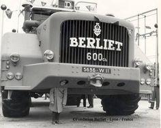 Boy wearing a Berliet Truck Big Rig Trucks, Cool Trucks, Pickup Trucks, Jeep Pickup, Cool Pictures, Cool Photos, Hors Route, Monster Trucks, Auto Retro