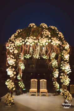 Say Goodbye To The Stage: 12 Alternatives For The Reception That Are Better Than A Stage Set-up! Marriage Decoration, Outdoor Wedding Decorations, Rustic Wedding Backdrops, Floral Decorations, Tent Decorations, Online Wedding Planner, Wedding Mandap, Wedding Bride, Podium