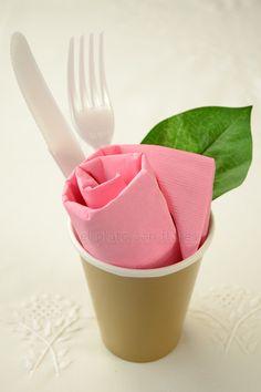 rosas-de-servilleta-para-cumpleanos-de-mujer-2