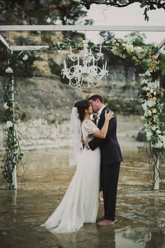 Texas wedding photography / Austin / Fredericksburg / wedding in a river / unique and fun and amazing !!! www.arielrenaephoto.com