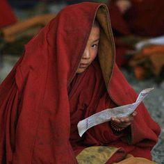 "46 Me gusta, 1 comentarios - Here is Tibet (@choebay) en Instagram: ""#tibet #temple #monastery #monk #like  #read #book 📖"""