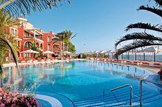 IBEROSTAR Grand Salomé is een zeer luxe hotel, voorheen behorend tot het IBEROSTAR Hotel Anthelia. U kunt dan ook gebruiken van alle faciliteiten van Hotel Anthelia.     In de tuin van het hotel ligt een mooi zwembad met een zonneterras met ligstoelen, matrasjes, parasols en badhanddoekservice. U kunt ook gebruik maken van de zwembaden van IBEROSTAR Hotel Anthelia. Tevens heeft u als gast gratis toegang tot het spa-centrum. Officiële categorie *****