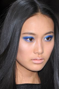 blue eyeshadow on monolids