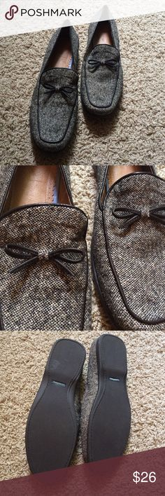 🎩 Lands' End Girly Bow Loafers Completely new and too cute! Have little bows sewn on the front. Could go with any outfit really! Definitely a fall must have. Lands' End Shoes Flats & Loafers