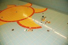 Doktor interiéru - Odštípnutá glazura na keramickém obkladu bazénu a příprava na opravu keramickým tmelem Kerami-Fill®, #oprava, #obklady, #dlažba, #keramika, #repair, #Instandsetzung, #Reparatur, #sanita, #glazura, #tiles
