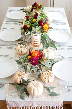 7 ways to style your Thanksgiving dinner table: