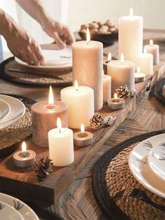 Decor table noel navidad Ideas for 2019 Christmas Table Settings, Christmas Table Decorations, Christmas Candles, Decoration Table, Candle Decorations, Decoration Plante, Hygge Christmas, Christmas Time, Deco Table Noel