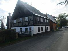 Abertamy - Krušné hory - Česko Vernacular Architecture, Traditional House, Czech Republic, Folk, Cottage, Cabin, Mansions, House Styles, Bohemia