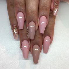 """""""Nude Pink"""", """"Hazelnut Fudge"""" och egenblandat glitter inspo: @margaritasnailz"""