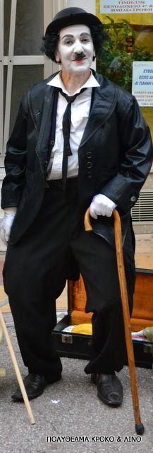 Charlie Chaplin Charlie Chaplin, The Magicians, Punk, Statue, Street, Fashion, Moda, La Mode, Roads