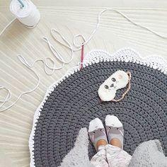 Daha bitmedikiii paspasiim tembellik yaptim  . IPIN ADI PENYE IP @kilerci.iplik den aliyorum TIG NO 10 Kac bobin gidiyor derseniz beninkine 5 gitti #paspa #crochet #penyeip #handmade #orgu #elisi #tigisi