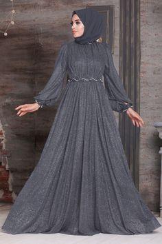 Long Skirt Fashion, Frock Fashion, Women's Fashion Dresses, Hijab Evening Dress, Evening Dresses With Sleeves, Simple Long Dress, Stylish Dresses For Girls, Muslim Fashion, Pretty Dresses
