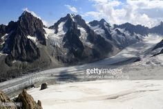 De gauche à droite : l'Aiguille du Chardonnet (3.824 m) et ses... #petitestailles: De gauche à droite : l'Aiguille du… #petitestailles