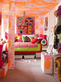 tropical-girl-bedroom-in-a-mix-of-colors, definitely got to have a pineapple
