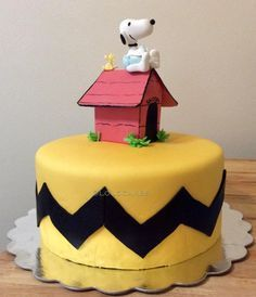 Charlie Brown Snoopy Cake from a Peanuts Snoopy Birthday Party