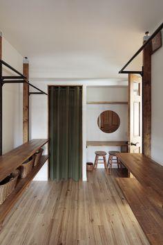 石神の平屋|HUGHOME Pantry Closet, Walk In Closet, My Room, Sweet Home, New Homes, House Design, Curtains, Architecture, Home Decor