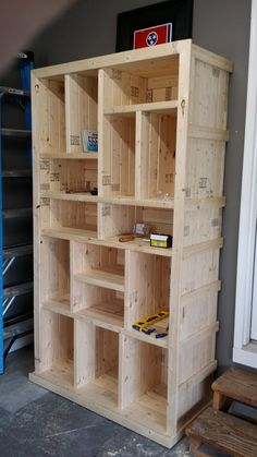 Use Pallet Wood Projects to Create Unique Home Decor Items – Hobby Is My Life Diy Pallet Projects, Furniture Projects, Cool Furniture, Wood Projects, Pallet Ideas, Pallet Designs, Furniture Cleaning, Office Furniture, Outdoor Furniture