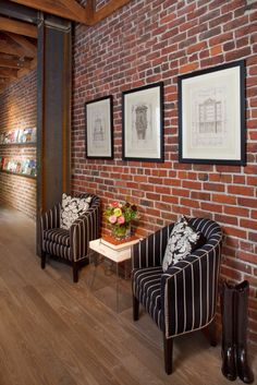Exposed brick walls room that inѕріrе for your home design 35 Related Fake Brick Wall, Brick Wall Decor, White Brick Walls, Exposed Brick Walls, Black Brick, Faux Brick, Brick Wallpaper Decor Ideas, Red Brick Wallpaper Living Room, Modern Brick House
