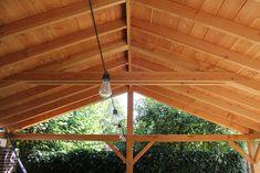 Met deze zogenaamde Lariks Douglas bezaagde dubbel lip profielen kun je bijvoorbeeld zelf het dak van uw overkapping luxe bekleden aan de zichtzijde onder het dak. Deze Lariks Douglas dubbel lip planken zijn vers gezaagd, niet geschaafd, kernvrij en van de hoogste kwaliteit Lariks Douglas hout. Deze fijnbezaagde dakbeschot planken zijn relatief goedkoop. Bezaagd Lariks Douglas is ongedroogd, waardoor je de eerste maanden kans heeft op vochtuittreding. #klantfoto #overkapping