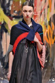 Daniela Gregis Automne/Hiver 2015, Womenswear - Défilés (#21071) Knitwear Fashion, Knit Fashion, Fashion Week, Look Fashion, Fashion Design, Knitted Poncho, Handmade Clothes, Knitting Designs, Knit Dress