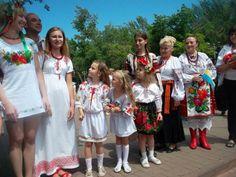 21.5.15 День вишиванки–всеукраїнське свято.  https://twitter.com/DoneckiiPatriot/status/601241006114222080/photo/1