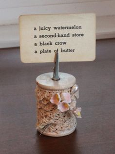 Something Created Everyday: Vintage Spool Placecard Holder with tutorial. Wooden Spool Crafts, Wood Spool, Picture Holders, Place Card Holders, Photo Holders, Easy Projects, Craft Projects, Craft Ideas, Sewing Crafts