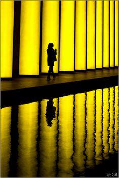 https://flic.kr/p/Gur9KU | Une femme, une silhouette, un reflet... (version originale)