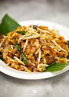 Char Kuey Teow (炒 粿 條 / Penang Fried Flat Noodles)- Char Kuey Teow (炒 粿 條 / Penang Fried Flat Noodles) - Malaysian Cuisine, Malaysian Food, Malaysian Recipes, Asian Noodle Recipes, Asian Recipes, Asian Desserts, Char Kway Teow Recipe, Mie Noodles, Asian Noodles