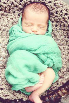 newborn photography    www.crystallynnblog.com  Houston/DFW area baby and family photographer!