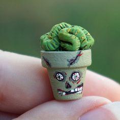 Halloween Dollhouse Miniature Zombie Plant Brain Cactus in Flower Pot Halloween Fairy, Halloween Scene, Holidays Halloween, Halloween Crafts, Halloween Decorations, Haunted Dollhouse, Haunted Dolls, Diy Dollhouse, Dollhouse Miniatures