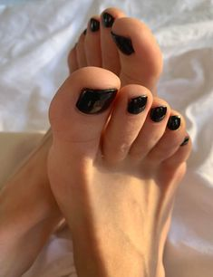 Black Toe Nails, Pretty Toe Nails, Pretty Toes, Beautiful Toes, Gorgeous Heels, Nice Toes, Toe Polish, Foot Love, Foot Pictures