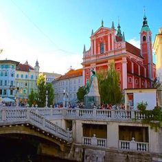 Ljubljana, Slovenia ____________ The main square in Ljubljana is Prešeren Square with the pink Franciscan Church of the Annunciation, the Triple Bridge and the statue of the poet & his muse. Best place for #peoplewatching. _______________________ ➡️ BlueS