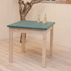 Table 060. Table in solid Swedish pine wood and a two-coloured aniline-varnished square surface. Tavolo 060. Tavolo quadrato in pino massello con tinta anilina bicolore.
