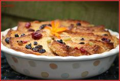 Mary Berry bread and butter pudding-ja Bread And Butter Pudding, Mary Berry, English Food, Berries, Pie, Torte, Bays, Tart, Fruit Cakes