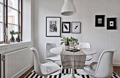 Framnäsgatan 10, Johanneberg Almedal  2 r o k / 72 kvm - 2 895 000kr @lundin.se #aptgbg #kitchen #diningroom #blackandwhite #kitchendesign #windows #decoration #lovely #flowers #apartment #art #table #dining #homestyle #inspiration #interior #interiordesign #interiordecor #stylish #inspohome #homestyling #interior4all #chair #rug #homedecor #deco #interiors #instainterior #styling #forsale