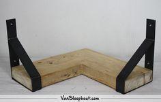 Ruw meubelen grote tafel van sloophout en steigerbuizen ruw