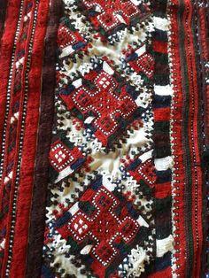 Embroidery On Kurtis, Kurti Embroidery Design, Embroidery Dress, Balochi Dress, Asian Bridal Dresses, Lengha Choli, Afghan Dresses, Designs For Dresses, Dress Picture