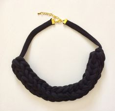 T-shirts yarn necklace