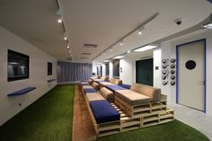 PDM International has designed a new office space for Blueprint, a tech-focused coworking office located in Hong Kong. Office Interior Design, Interior Modern, Office Interiors, Sports Office, Tiered Seating, Hong Kong, Innovation Centre, Elderly Home, Architecture