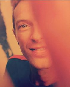 Chris half-face selfie again Give Me Everything, Everything Is Awesome, Chris Martin, John Martin, Great Bands, Cool Bands, Beautiful World Lyrics, Blue Eyed Men