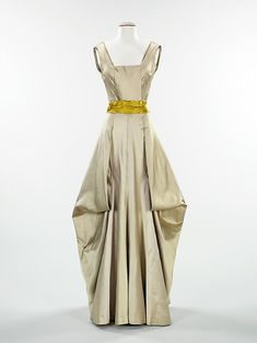 Evening dress | Charles James | American | 1945 | silk | Brooklyn Museum Costume Collection at The Metropolitan Museum of Art | Accession Number: 2009.300.3097a, b