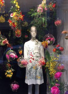 Flowers Shop Design Display Visual Merchandising 49 Ideas – Famous Last Words Design Shop, Flower Shop Design, Window Display Design, Store Design, Spring Window Display, Fashion Window Display, Window Display Retail, Visual Merchandising Displays, Visual Display