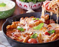 Casserole de pennes cuites aux tomates, mozzarella et basilic : http://www.fourchette-et-bikini.fr/recettes/recettes-minceur/casserole-de-pennes-cuites-aux-tomates-mozzarella-et-basilic.html
