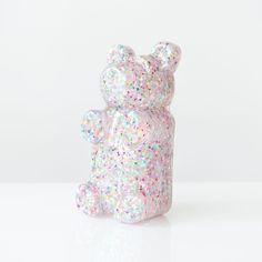 Pop-Art inspired Gummi Bear sculpture with rainbow and iridescent glitter Baby Boy Nursery Decor, Nursery Design, Baby Boy Nurseries, Cute Bears, Gummy Bears, Colorful Interiors, Lovers Art, Cute Kids, Kid Stuff
