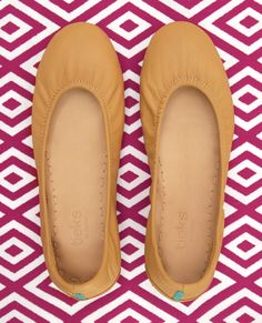 Discover the most comfortable flats around! These neutral, tan, full-grain, Italian leather flats are an everyday staple. Shop this style and find outfit inspiration here.