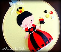 Alice in Wonderland Embroidery Hoop-framed art: Queen of Hearts by Mimos da Gil ||| wall, door, decor, felt, fabric, Lewis Carroll