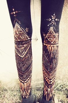 tribal hand painted leggings via etsy Tribal Leggins, Black Leggings, Bleach Pen Designs, Bleach Art, Diy Fashion, Fashion Design, Asian Fashion, Street Fashion, Into The West