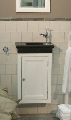 Landelijk fontein meubel in hangende uitvoering verkrijgbaar in alle landelijke kleuren en 3 uitvoeringen van fontein. uit de vanheck badkamer collectie 2012
